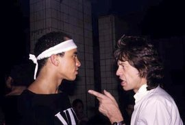 Mick Jagger si stěžuje DJovi na playlist