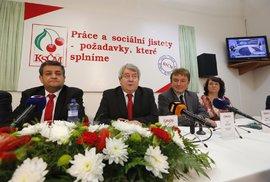 Krajské volby 2016: Šéf komunistů Vojtěch Filip ve štábu KSČM
