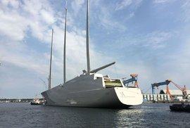 Největší jachta na světě má problém. Stavitel použil nelegálně vytěžené dřevo
