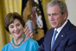Radši prázdné lístky. Exprezident Bush odmítl Trumpa