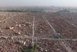 Letecké záběry velkoměsta mrtvých: Na největším hřbitově světa je pohřbeno pět miliónů …