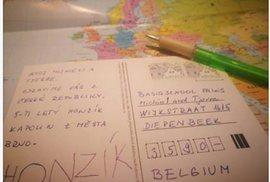 Chcete udělat dobrý skutek? Pošlete pohlednici dvěma školákům z Belgie