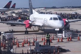Střelba na floridském letišti. Úřady hlásí nejméně pět mrtvých