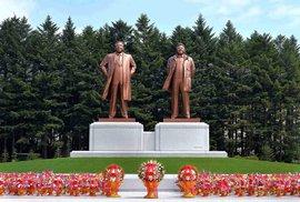 V KLDR si na sochy vládců potrpí.
