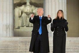 Donald Trump s manželkou Melanii při návštěvě Lincolnova památníku