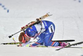 Vyčerpaná Gabriela Koukalová v cíli štafety na MS, kterou dovezla na čtvrtém místě