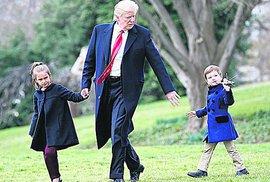 Prezident Trump si našel čas na dědečkování.