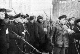 Ozbrojení dělníci v březnu roku 1917