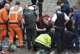 Poslanec Tobias Ellwood se snažil zachránit život pobodanému policistovi