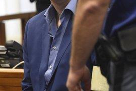 Dahlgren k soudu přišel tentokrát ostříhaný a upravený