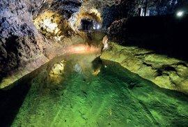 Lávové tunely u obce São Vicente provrtávají sopecnou horninu v délce skoro kilometr.