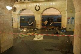 Zdemolovaná souprava metra v Petrohradě
