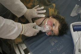 Lékaři bez hranic o chemickém útoku v Sýrii: Děti zřejmě zabíjel sarin a chlór