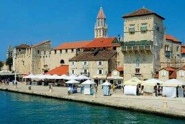 Většina budov historického centra nese zřetelný otisk benátského vlivu.