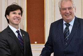 Bývalý velvyslanec Schapiro: Zeman žadonil o schůzku s Obamou. S Trumpem zavládl chaos