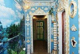 Důchodce přetvořil panelák na barokní zámek