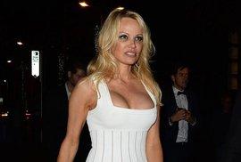 Pamela Andersonová na festivalu v Cannes.