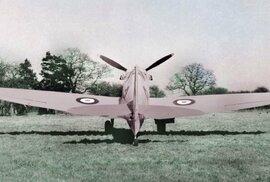 Unikátní galerie zvláštností druhé světové války: Růžové letadlo, pes na padáku i…