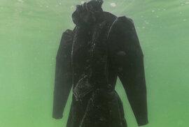 Solná nevěsta: Co se stane s černými šaty po dvou měsících v Mrtvém moři?