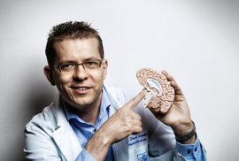 Neurochirurg David Netuka: Ženský a mužský mozek nerozeznám, mozek pijana ano