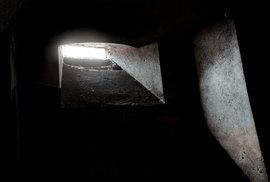 Okno do krypty