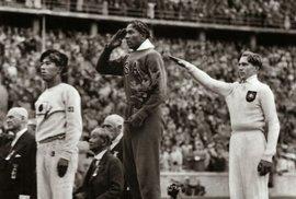 Příběh Jesseho Owense, černošského atleta, který zkazil Hitlerovi olympiádu