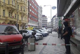 Policisté prošetřují přepadení v Opletalově ulici.