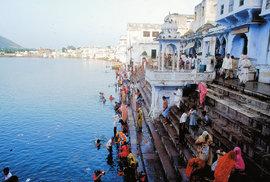 Indické městečko Puškar: Jediná svatyně boha Brahmy a oáza klidu, kam si jezdí turisté odpočinout