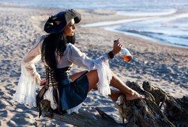 Dnes se slaví mezinárodní den rumu. Pili jej piráti, Kolumbus i admirál Nelson