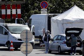 V Marseille najelo auto na autobusovou zastávku.