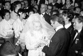 Věry Čáslavská s Josefem Odložilem. Velkolepá svatba se konala 26. října 1968 v metropolitní katedrále v Mexiku.