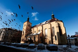 """Hnutí """"Všechno rozmlátit"""" v Česku sílí. Odnesou to i katolíci?"""
