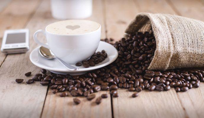 Namletá káva rychle vyčichne, proto je lepší kupovat celá zrnka.