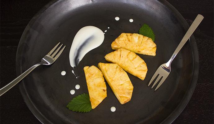 Na gril se hodí také ananas, broskve či banán. Chuť doplňte medem či jogurtem.