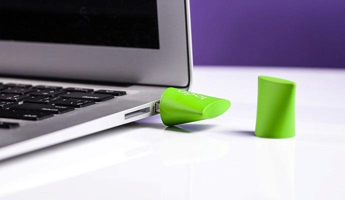 Flash disk je malý a lehký, takže ho snadno vezmete třeba v kabelce do práce. A když spadne, většinou se nic hrozného neděje.