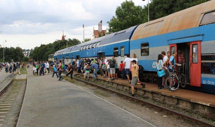 Vagony řady Bmto na nádraží Praha - Braník na trati Posázavského Pacifiku
