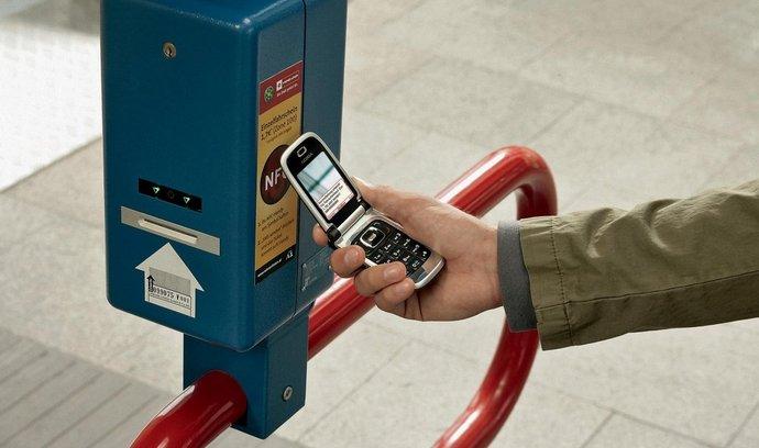 Bezkontaktně. S technologií NFC exprimentuje řada evropských zemí, například Rakousko