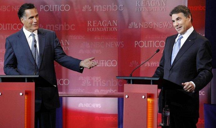 Perryho (vpravo) by za prezidentského kandidáta chtělo 27 procent voličů strany, podpora Romneyho je poloviční