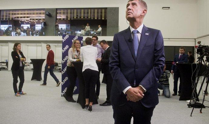 Předseda hnutí ANO a ministr financí Andrej Babiš čeká na výsledky voleb