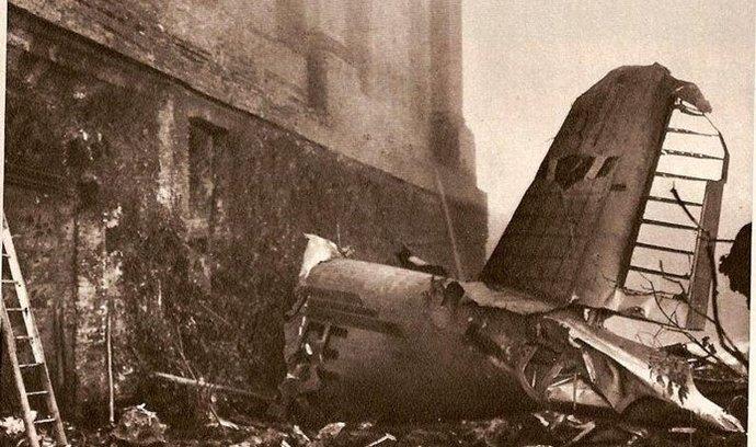 4. května 1949 - Letecká katastrofa ukončila slavnou éru italského fotbalového týmu AC Turín, který byl ve 40. letech uplynulého století nejúspěšnějším italským fotbalovým celkem. Letadlo při návratu s Lisabonu narazilo do vrchu Superga nedaleko Turína a při nehodě zahynulo všech 31 cestujících a členů posádky na palubě, včetně 18 fotbalistů. Itálie tehdy přišla o deset členů své reprezentace.