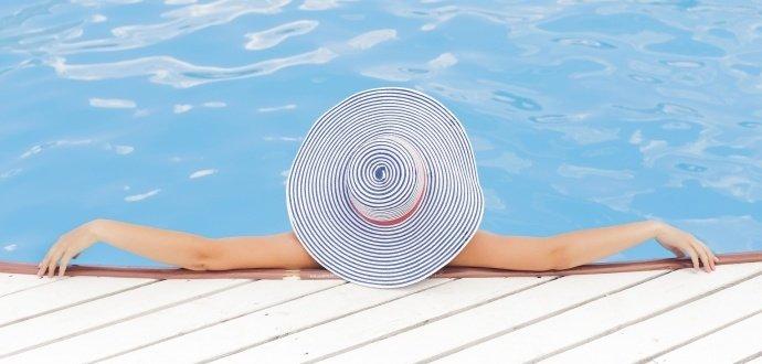 Léto volá: 7 věcí, bez kterých se v létě žena neobejde