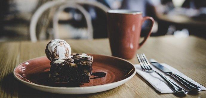 Dezert ke kávě trochu jinak: 5 sladkých receptů bez mléka a vajec