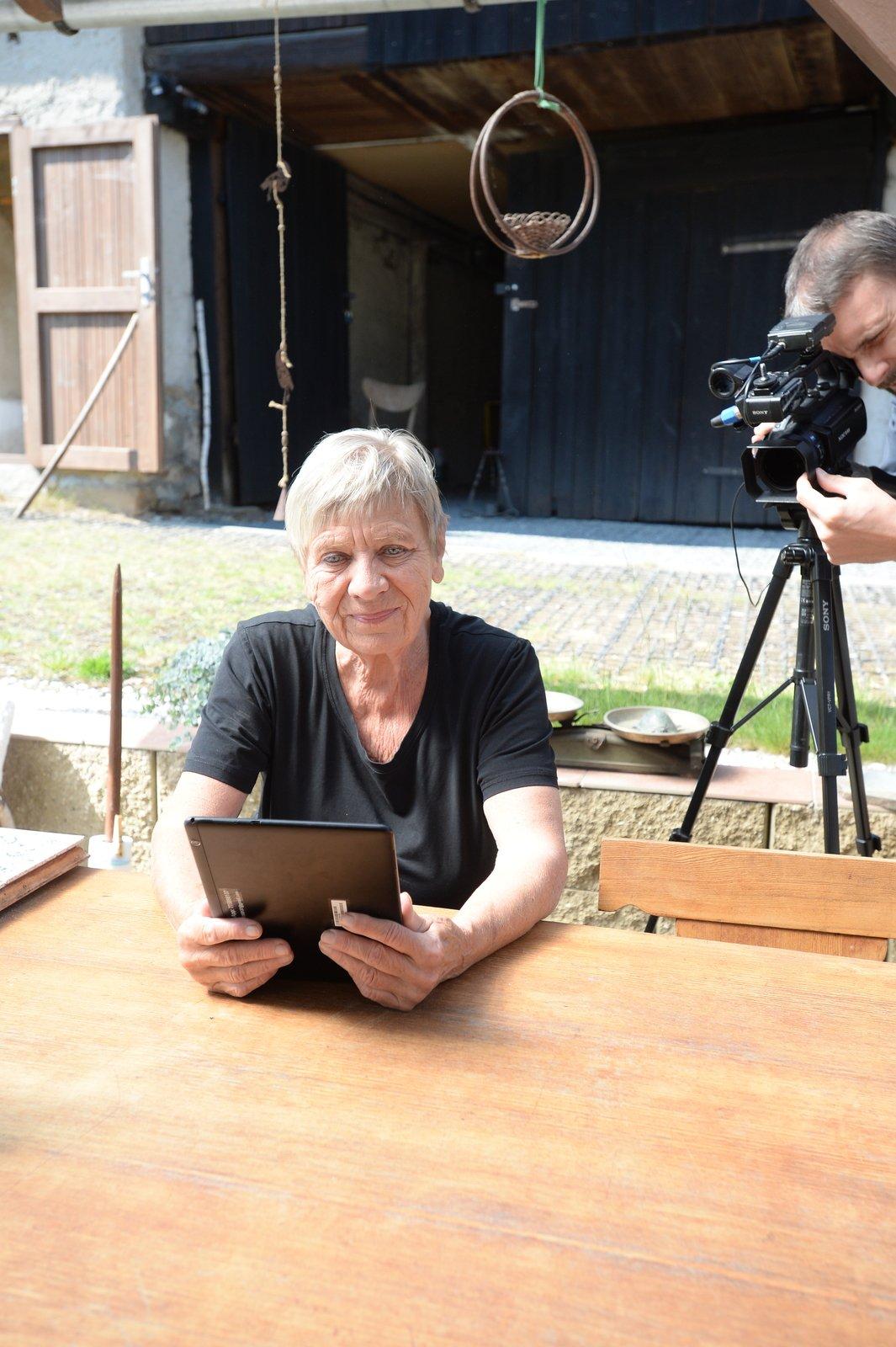 Jaroslavu Obermaierovou ve Vyškově sledují pravidelně v seriálu Ulice. A jejich dotazy mířily také velmi často k seriálu.