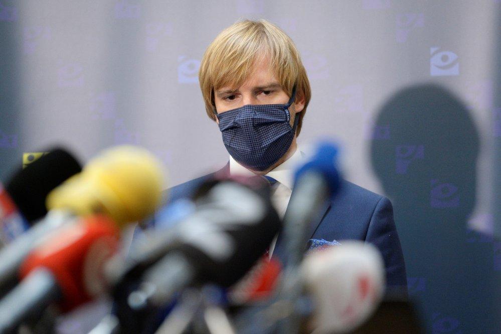 Ministr zdravotnictví Adama Vojtěch na tiskové konferenci.