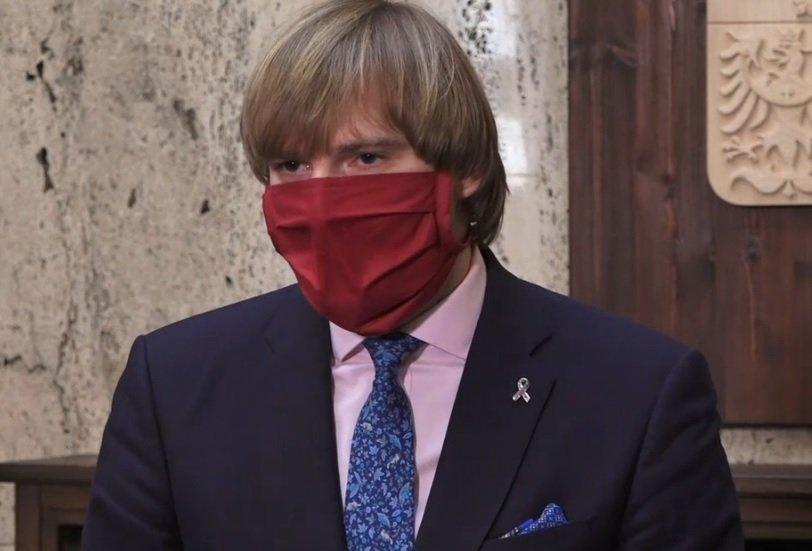 Ministr Adam Vojtěch (za ANO) během tiskovky k opatřením či nákupu respirátorů mluvil mj. o pormořenosti Česka a testování (6.4.2020)