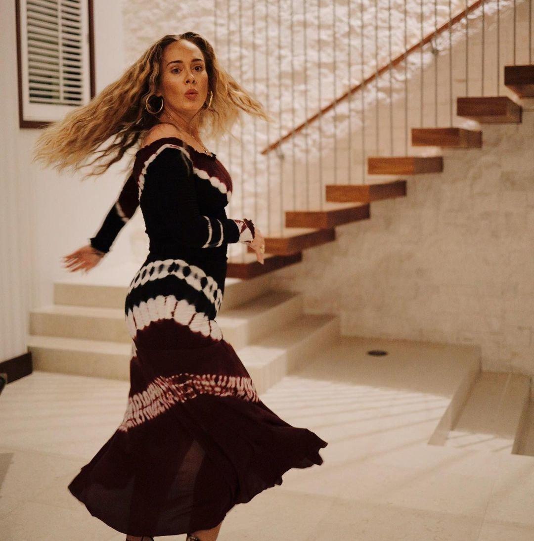 Adele zveřejnila nové fotky u příležitosti svých 33. narozenin