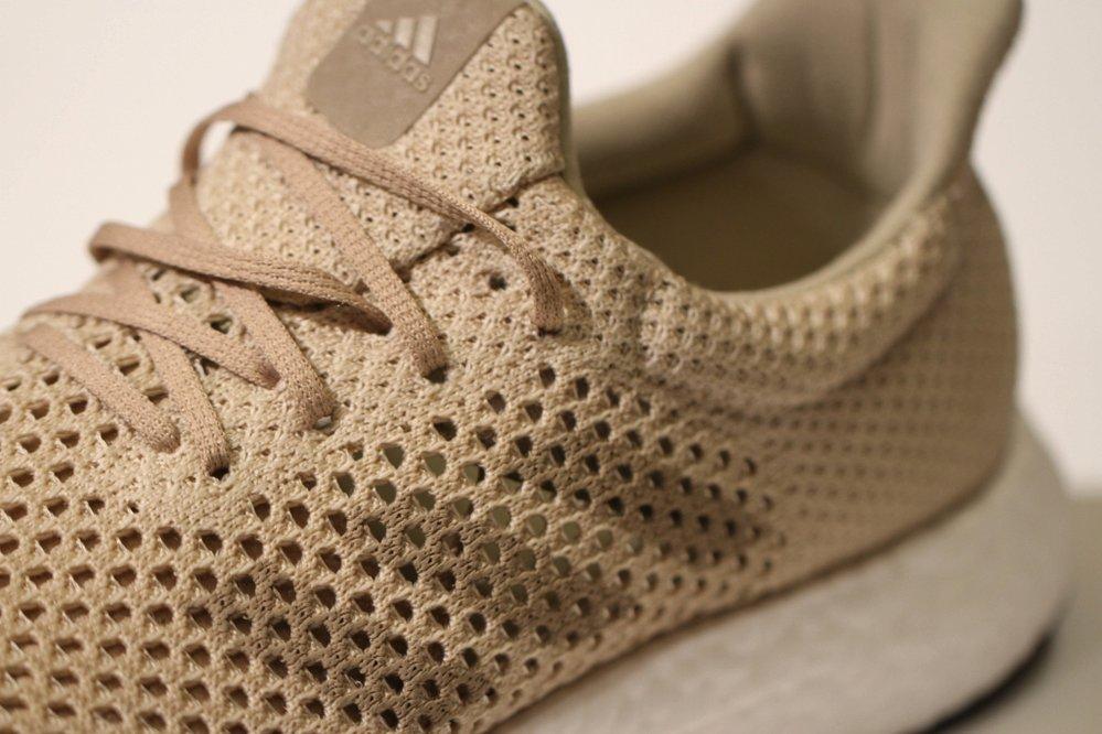 Další novinka od Adidasu je vyrobená z materiálu, který imituje pavoučí vlákna. V přírodě se bezezbytku rozloží