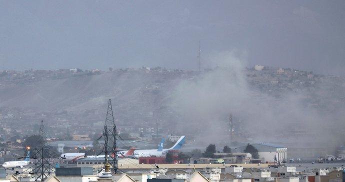ONLINE: Exploze u letiště v Kábulu! Z místa hlásí mrtvé, svědek pro Blesk popsal chaos