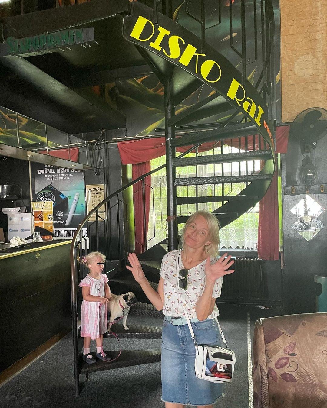 Společnost jí dělala maminka Veronika Žilková a dcera Mia