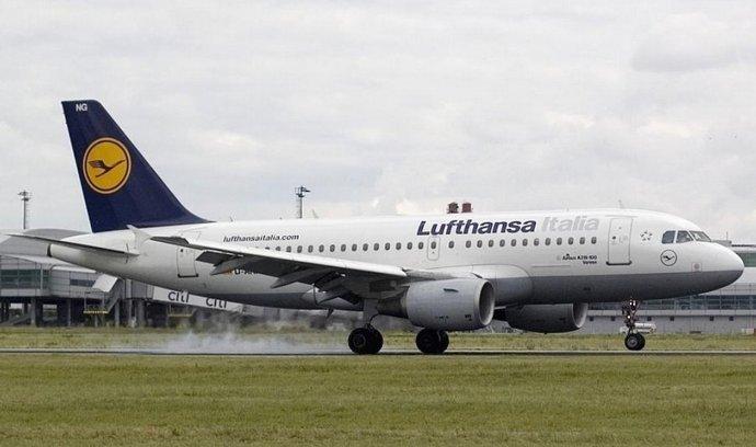 Airbus A319 Lufthansy na ruzyňském letišti.